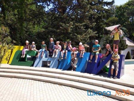 Летняя тематическая  площадка «Большое путешествие в город  детства»