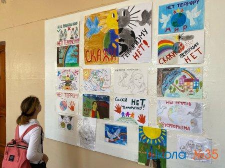 "Выставка рисунков на тему ""Скажи терроризму - нет!"""